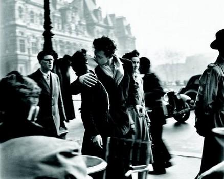 Robert Doisneau (Le baiser de l'hôtel de ville)